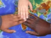 mains enfants-3129340_1920